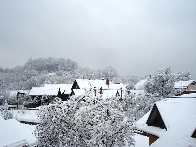 Preloko prekrila debela snežna odeja